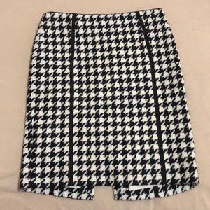White House Black Market Women's skirt.